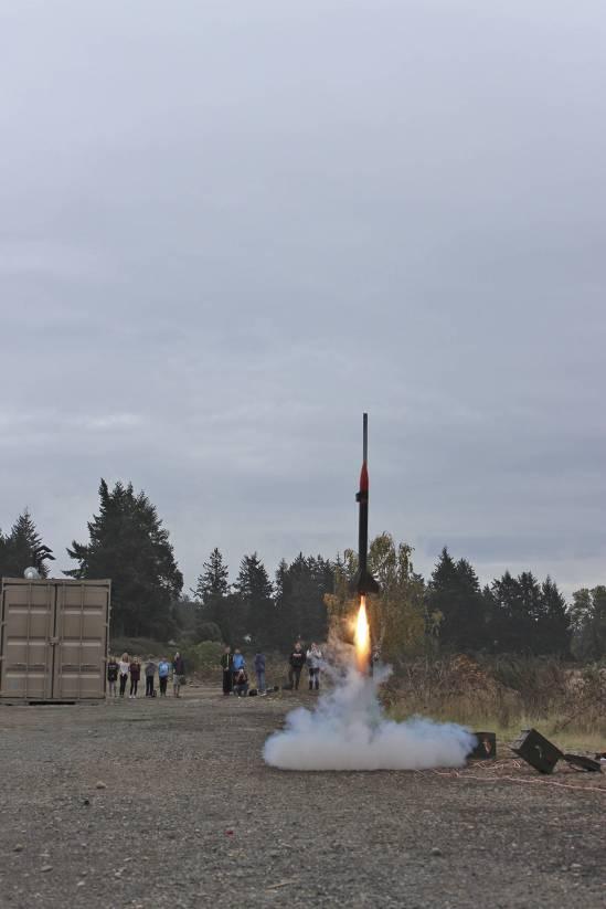 8951904_web1_171020-GNG-Rocketlaunch1